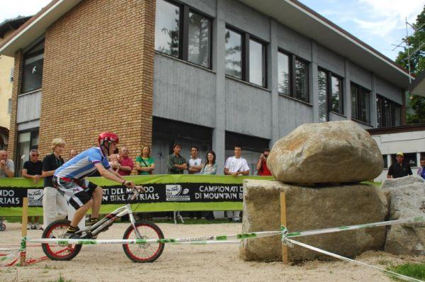 "MS MTB 2008 Val di Sole - Trial 20"" junioři: rozjezd na skok"