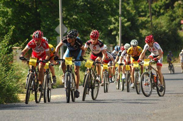 ČP XCM #3 2008 - Specialized Extrém Bike Most: druhá velká skupina s Hornychem a Šíblem