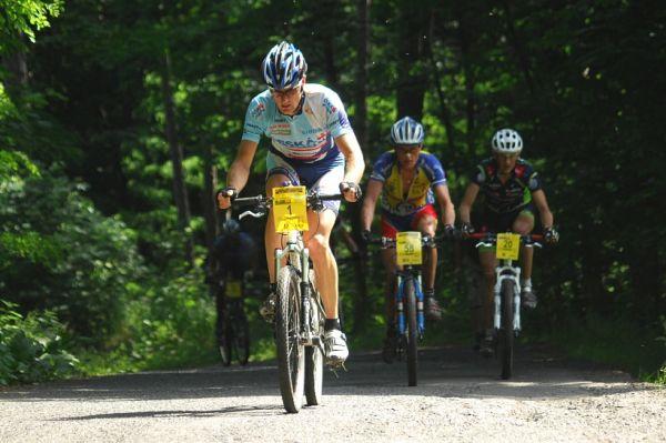 ČP XCM #3 2008 - Specialized Extrém Bike Most: vedoucí skupina po třiceti kilometrech