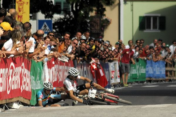 MS Maraton 2008 - Villabassa /ITA/ - Paulissen a Sauser se kácí k zemi
