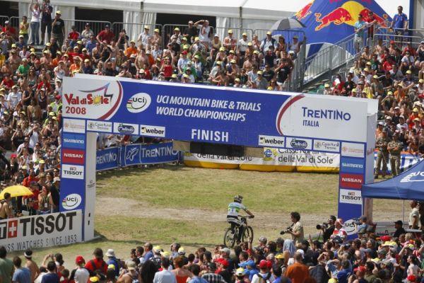 MS MTB 2008 Val di Sole /ITA/ - Downhill: Sam Hill v cíli. Půl vteřiny za Peatem