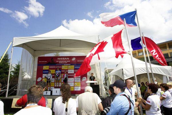 Nissan UCI MTB World Cup XC#6 - Mont St. Anne 27.7. 2008 - česká hymna a vlajka v Mont St. Anne
