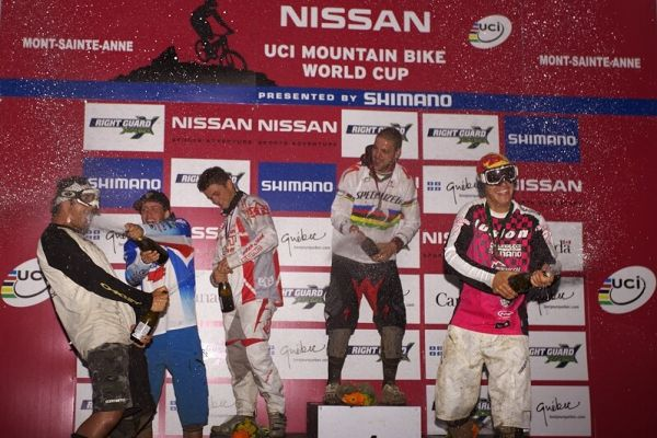 """Nissan UCI MTB World Cup 4X#4 - Mont St. Anne, 26.7. 2008 - """"šampáň"""" show pro diváky v podání nejlepších fourcrossařů"""