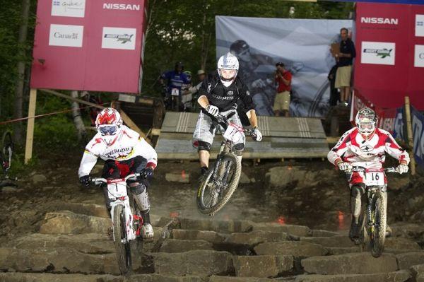 Nissan UCI MTB World Cup 4X#4 - Mont St. Anne, 26.7. 2008 - Alvarez vždy v čele (první zleva)