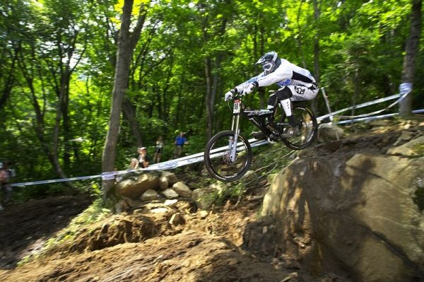 Nissan UCI MTB World Cup DH #4 - Mont St. Anne 26.7. 2008 - nejzaj�mav�j�� sekce v lese