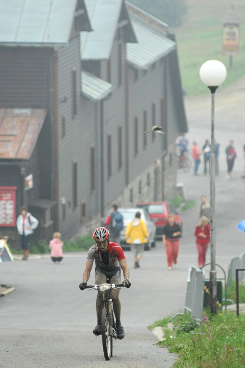 MČR Maraton 2008 - Kelly's Beskyd Tour: Jirka Novák s náskokem 8km před cílem