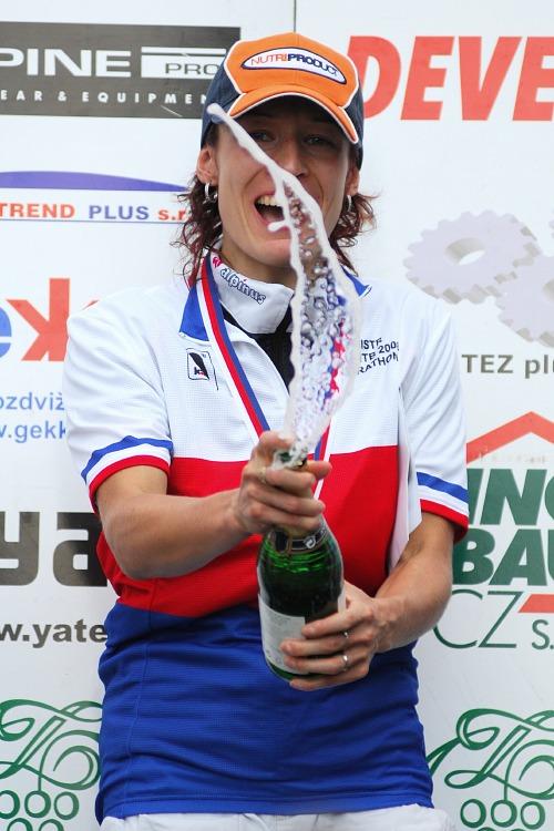 MČR Maraton 2008 - Kelly's Beskyd Tour: Alena Krnáčová slaví