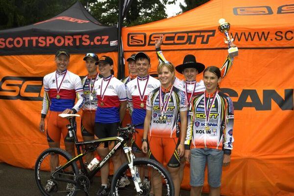 Mistrovství ČR XC - Velké Losiny 12.-13.7. 2008 - úspěšný tým Scott Scania Kolín s hostem Šárkou Chmurovou