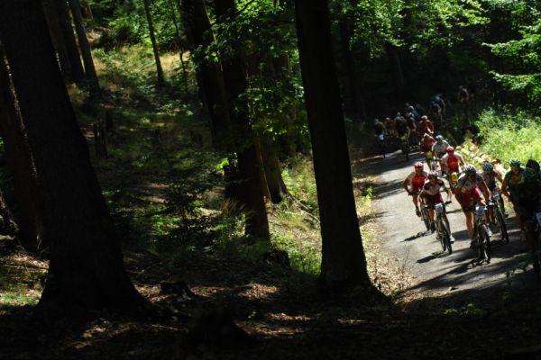 KPŽ Karlovarský AM bikemaraton ČS 2008: první stoupání