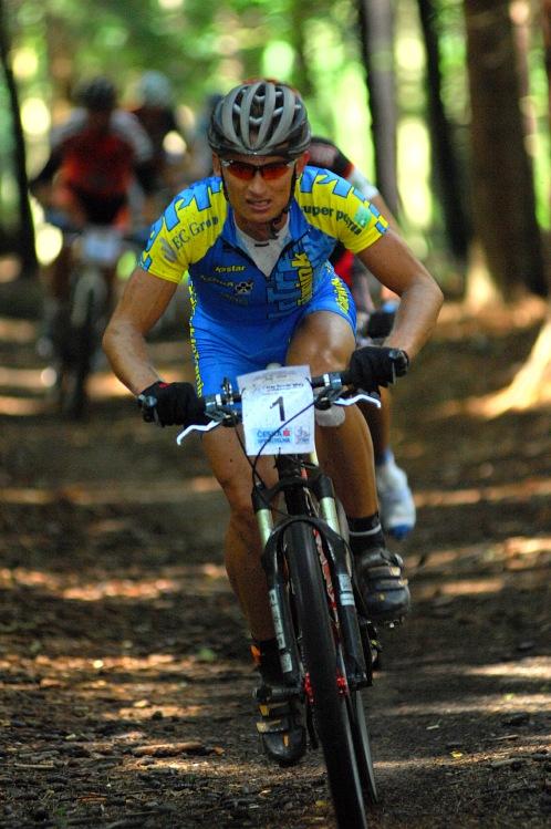 KPŽ Karlovarský AM bikemaraton ČS 2008: Jan Hruška mu je v patách