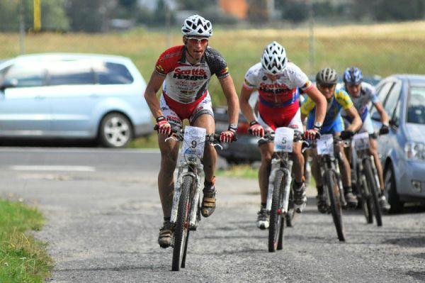 KP� Karlovarsk� AM bikemaraton �S 2008: Vedouc� skupina v polovin� z�vodu