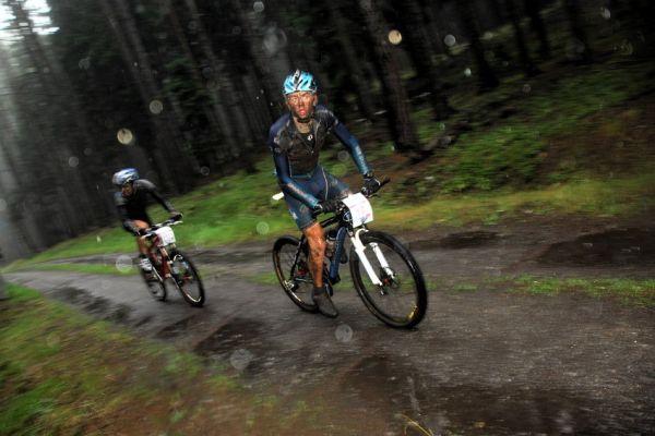 ČP XCM #5 2008 - Giant eXtreme Bike Brdy: Jakub Šilar a Aleš Kestler bojují o 3. místo