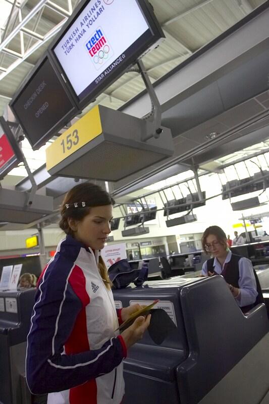 Odlet T. Huříkové a J. Kulhavého na Olympijské hry, Praha - Ruzyně 13.8. 2008