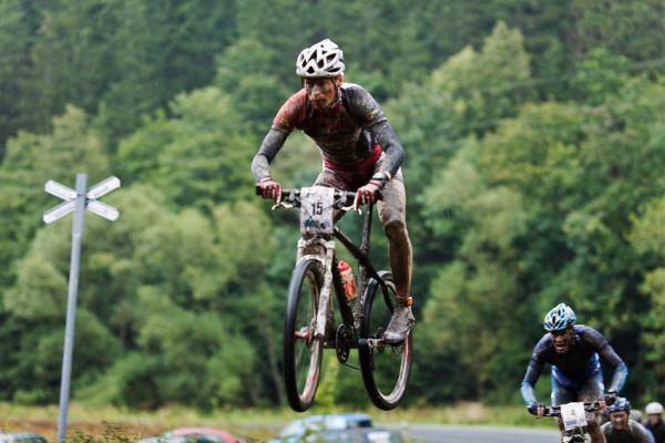 Kolo pro život - Oderská mlýnice - mistrovství ČR 1/2 XCM 20.9. 2008 - Matouš Ulman over the X