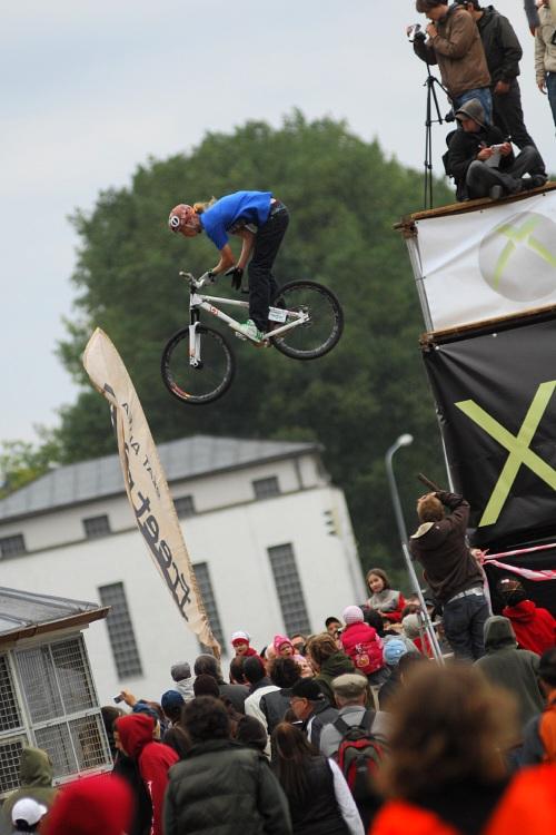 XBox 360 Slopestyle Písek '08 - Filip Kamidra a barspin z posledního dropu
