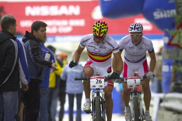 Nissan UCI MTB World Cup XC #9 - Schladming 14.9. 2008 - Ruben Ruzafa dělal společnost týmovému kolegovi Julienu Absalonovi