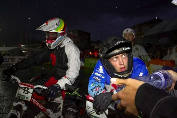 Nissan UCI MTB World Cup 4X #7 - Schladming, 12.9. 2008 - Kamil Tatarkovič rozebírá nepovedené semifinále