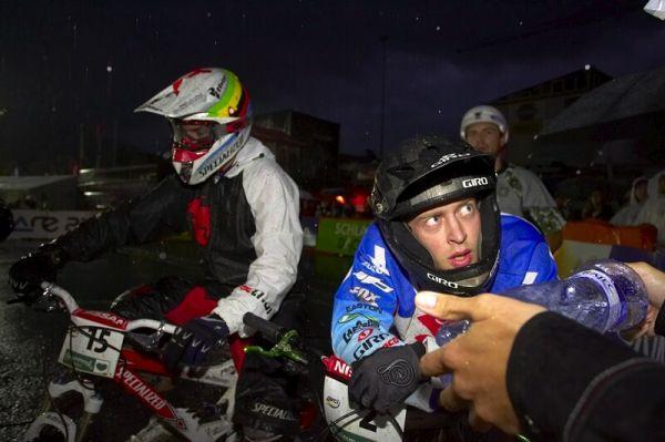 Nissan UCI MTB World Cup 4X #7 - Schladming, 12.9. 2008 - Kamil Tatarkovi� rozeb�r� nepoveden� semifin�le