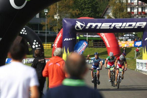 Merida Bike Vysočina, Nové Město na Moravě 28.9. 2008 - Josef Kamler měl hned v prvním kole defekt