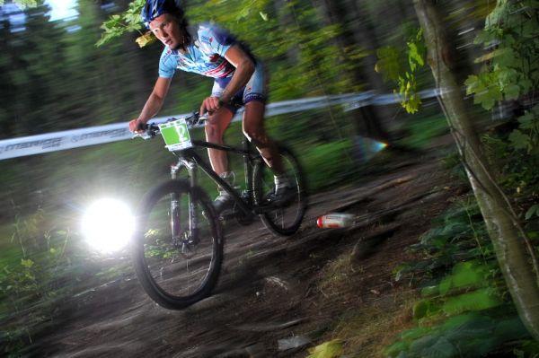 Merida Bike Vysočína '08 - XC: Josef Kamler vyklepává bidon