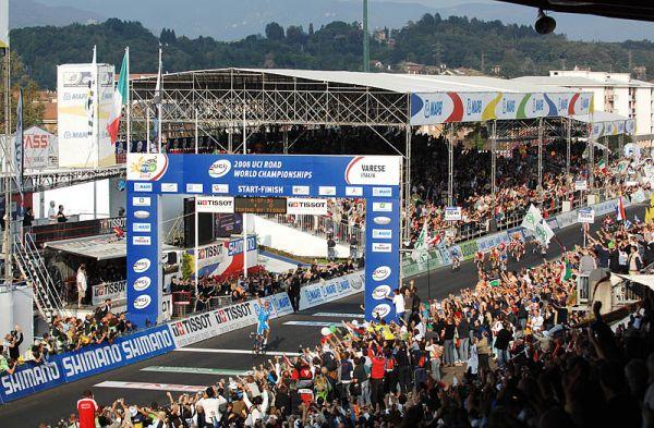 Mistrovství světa na silnici 2008, Varese/ITA - Ballan projíždí cílem, foto: Frank Bodenmüller/MTBSector.com