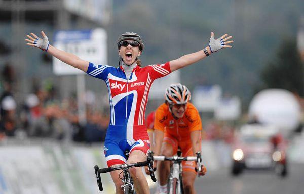Mistrovství světa na silnici 2008, Varese/ITA - Nicole Cook vítězí, foto: Frank Bodenmüller/MTBSector.com