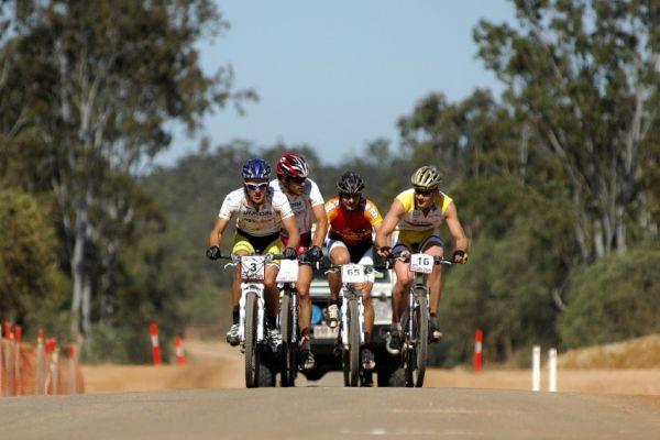 Crocodile Trophy 2008 - 4. etapa: Vedoucí skupina po 30km