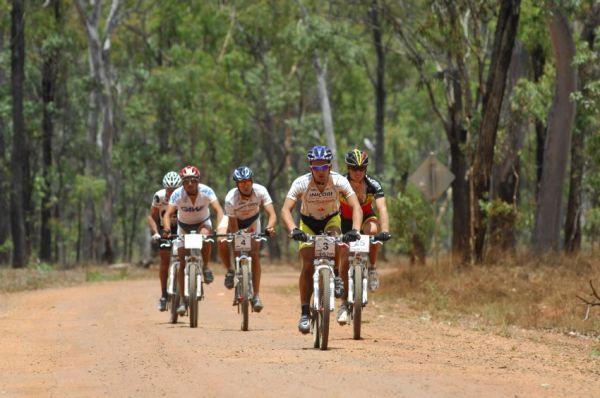 Crocodile Trophy 2008 - 3. etapa: vedoucí skupina 30 km před cílem