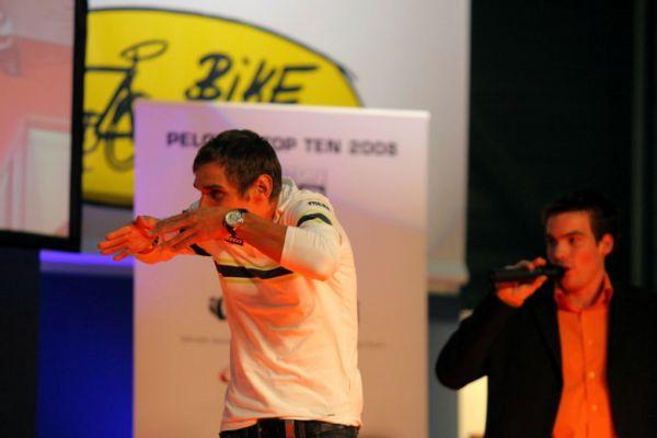 Sport Life, Brno 6.-9.11. 2008 - Top Ten Pelotonu - vítěz Roman Kreuziger se právě chystá vplout do dresu
