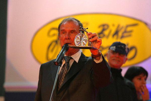 Sport Life 2008, předání cen Bike Brno Prestige, 6. 11. Brno - Robert Bakalář představuje cenu BBP