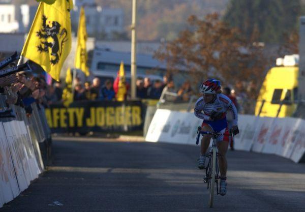 Světový pohár v cyklokrosu - Tábor 26.10.2008 - Pavla Havlíková děkuje divákům za podporu