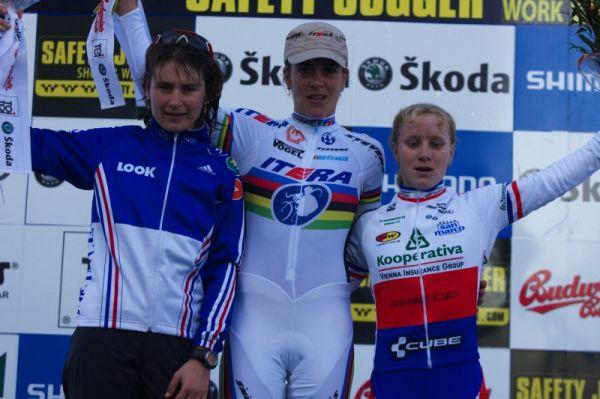 Světový pohár v cyklokrosu - Tábor 26.10.2008 - 1. Kupfernagel, 2. Salvetat, 3. Havlíková