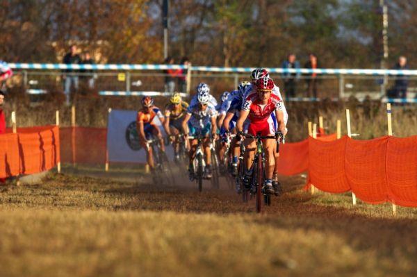 Světový pohár v cyklokrosu - Tábor 26.10.2008 - velice aktivní Martin Bína na špici