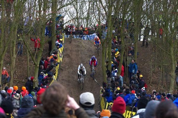 Mistrovství světa Cyklokros, Hoogerheide/NIZ - 1.2. 2009 - Hanka Kupfernagel v obávaném sjezdu