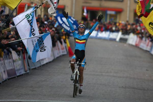 Mistrovství světa Cyklokros, Hoogerheide/NIZ - 1.2. 2009 - Niels Albert a slastné okamžiky na cílové pásce