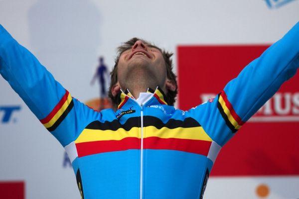 Mistrovství světa Cyklokros, Hoogerheide/NIZ - 1.2. 2009 - Niels Albert: první rok v elitě, na podzim natržená slezina, 1.2. 2009 zlato na MS, 5.2. 2009 třiatřicáté narozeniny!