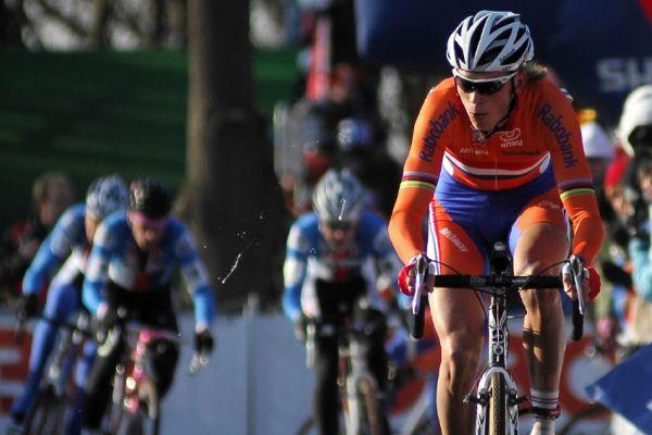 MS Cyklokros Hoogerheide /NED/ 2009 - Lars Boom pronásledovaný českými závodníky