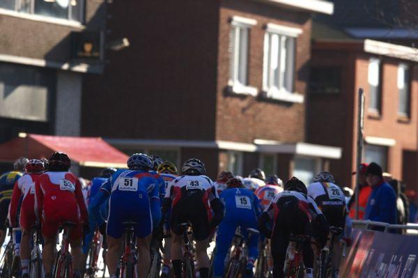 Mistrovství světa Cyklokros, Hoogerheide/NIZ - 31.1. 2009 - trať je z části vedena mezi klasickými cihlovými domy