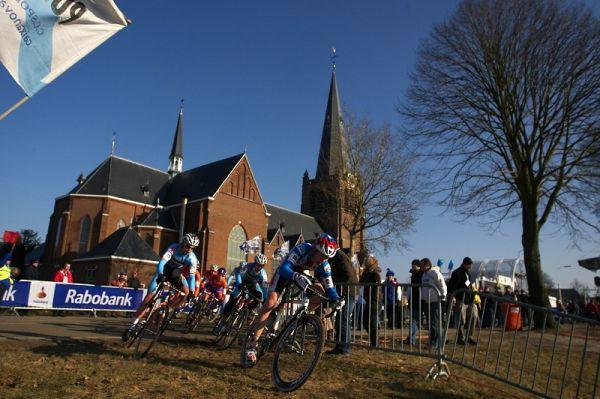 Mistrovství světa Cyklokros, Hoogerheide/NIZ - 31.1. 2009 - Jan Nesvadba na čelní pozici stíhající skupinky