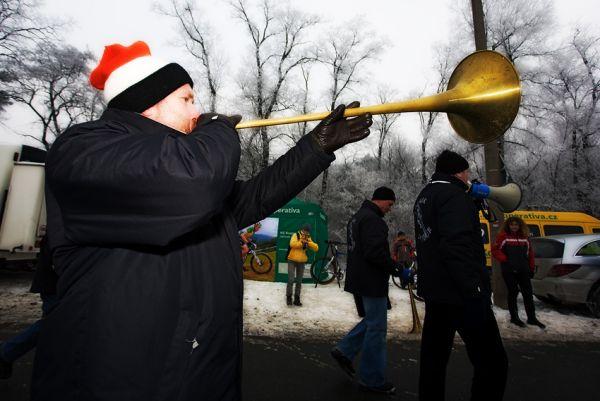 Mistrovství ČR cyklokros - Kolín 10.1. 2009 - fanoušci s nejrůznějšími nástroji k cyklokrosu již patří, foto: Miloš Lubas