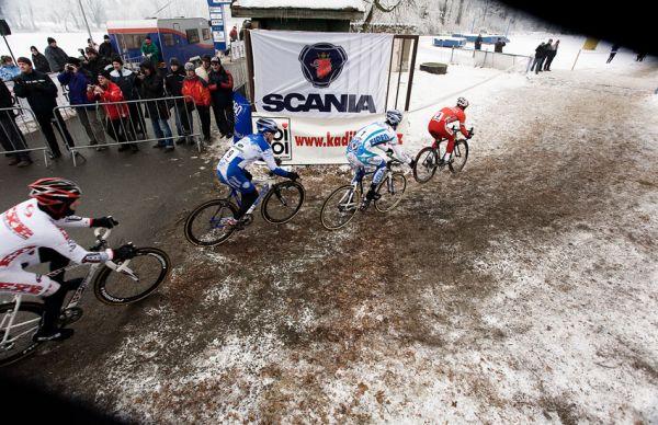 Mistrovství ČR cyklokros - Kolín 10.1. 2009 - sokolská brána, foto: Miloš Lubas