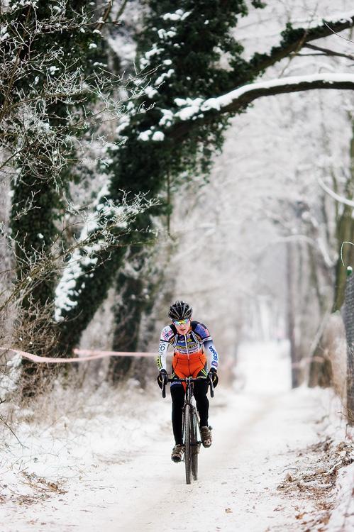Mistrovství ČR cyklokros - Kolín 10.1. 2009 - Tomáš Paprstka v bílém zajetí, foto: Miloš Lubas