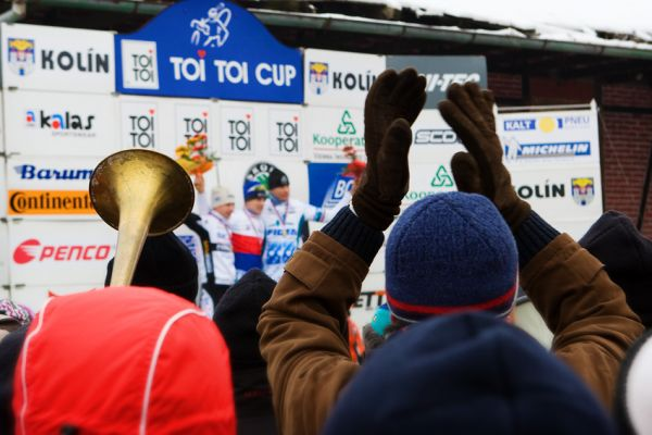 Mistrovství ČR cyklokros - Kolín 10.1. 2009 - Zdenečku děkujem!, foto: Miloš Lubas
