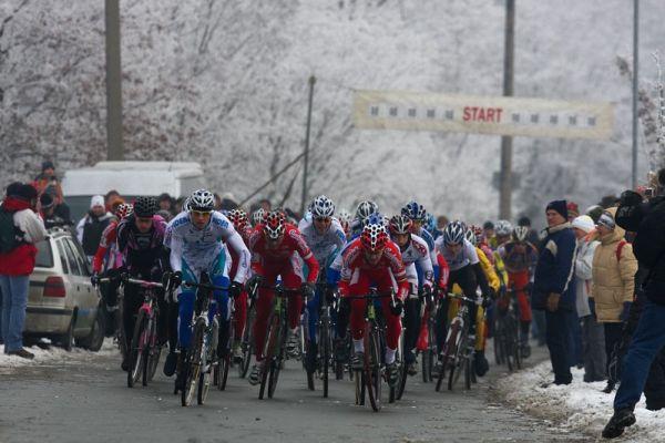 Mistrovství ČR cyklokros - Kolín 10.1. 2009 - pár vteřin po startovním výstřelu