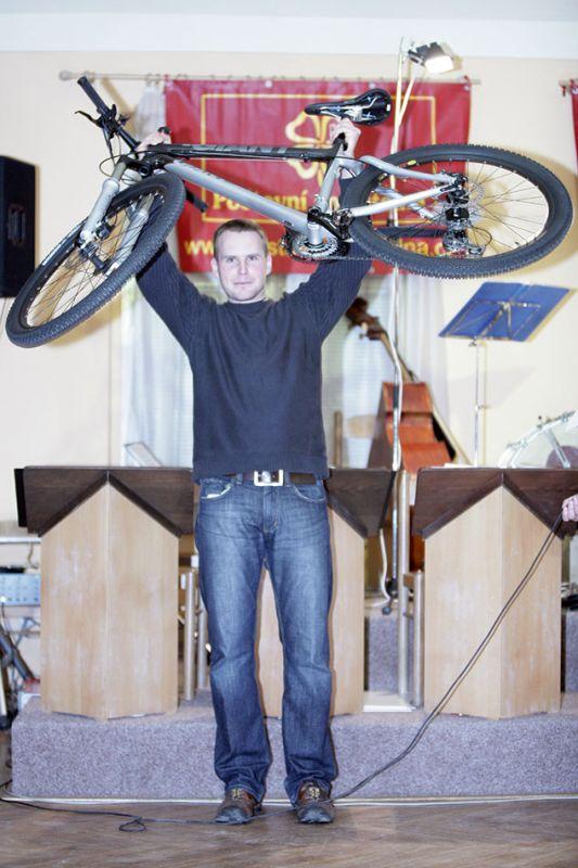 Poštovní spořitelna MX a 24 série - Petr Punčochář se stal majitelem karbonového Giantu za 55 tisíc