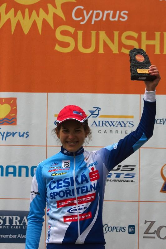 Sunshine Cup #2 - Afxentia Stage Race 2009, Kypr - Tereza Huříková po sobotní etapě s cenou pro vítěze
