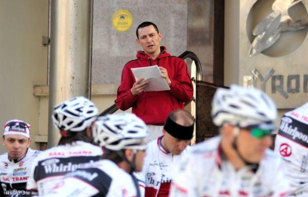 Najíždění kilometrů na Mallorce obrazem: René Andrle rozdává pokyny pro PSK
