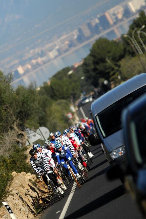 Najíždění kilometrů na Mallorce obrazem: balíky vyjíždějící z Palmy na trénink