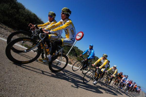 Najíždění kilometrů na Mallorce obrazem: ProTour týmy na špici