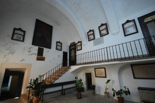 Najíždění kilometrů na Mallorce obrazem: kostel s dresy mistrů světa na San Salvadoru